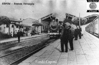 Stazione ferroviaria i binari e la banchina