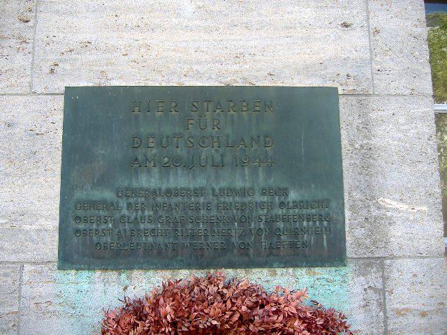 lastra commemorativa 1944