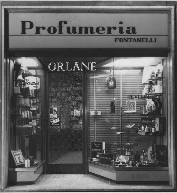 Un Esercizio Storico: Profumeria Fontanelli In Via Del Papa