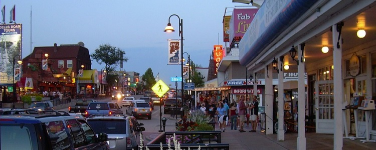 Downtown Dells As Presented By Meadowbrook Resort & Dells Packages In Wisconsin Dells
