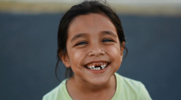 Their smile is growing up! 4 tips your tooth-losing tot: