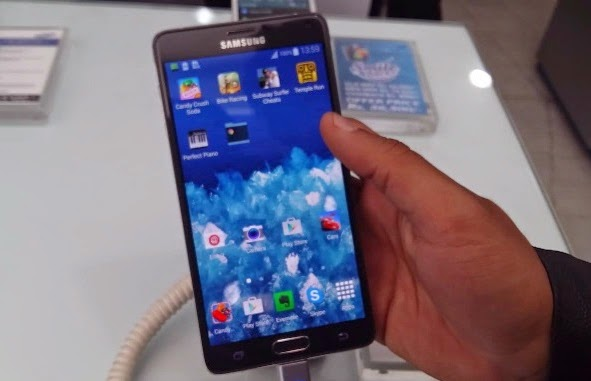 Samsung Galaxy Note 4 in show room