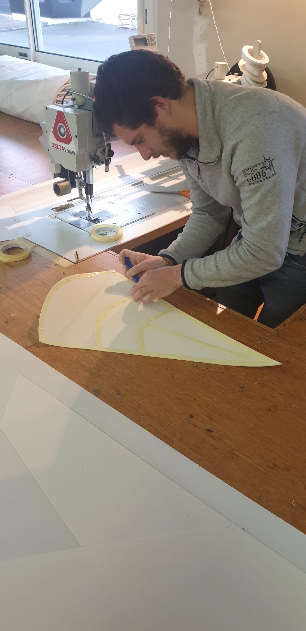 Préparation et couture d'une voile d'ombrage par Hugo