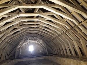 Les Templiers chapelle dAvalleur toiture 300x225 - « Cave ne cadas – Prends garde à la chute. » (Avertissement donné à Rome par un esclave au triomphateur, pour lui rappeler les vicissitudes de la fortune.)