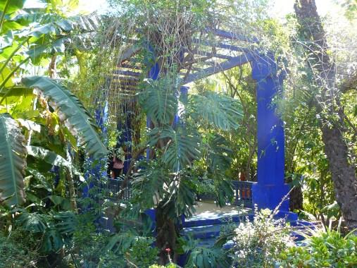 Le jardin compte de nombreuses pergolas.