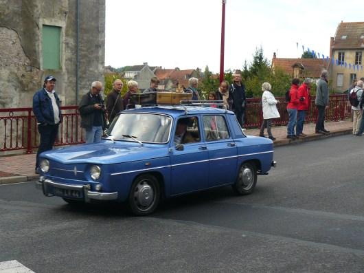 Une Renault 8.