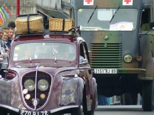 On croisait aussi des ambulances militaires !