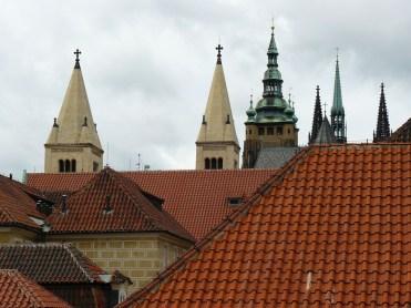 Prague est surnommée la ville aux mille clochers.