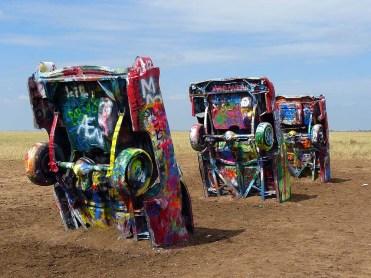 Le Cadillac Ranch, à la sortie d'Amarillo, est une oeuvre d'art à ciel ouvert au bord de la Route.
