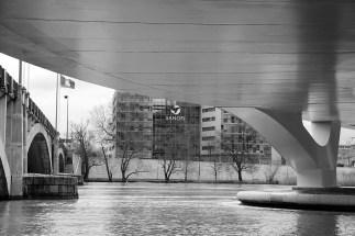 L'entreprise Sanofi, au bout du pont Pasteur.