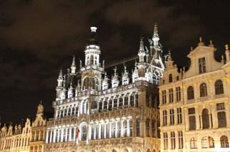 L'hôtel de ville, de nuit.