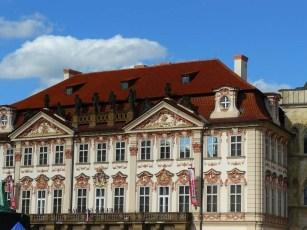 Les façades colorées font le charme de Prague.