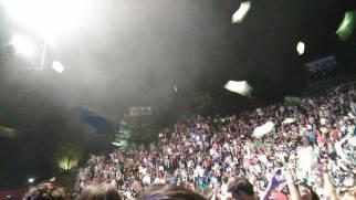 Bataille de polochons à la fin du concert.
