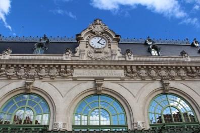 A l'extérieur de la gare des Brotteaux.