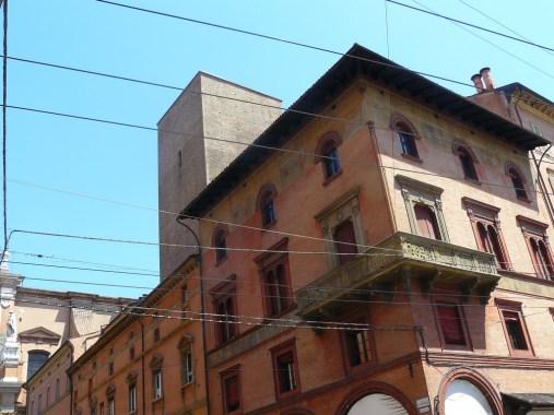 """Bologne est surnommée """"La Rouge"""" en raison de la couleur de ses murs."""