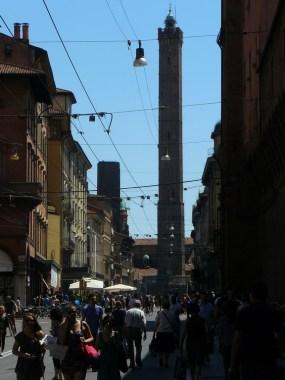 Dans les rues de Bologne.