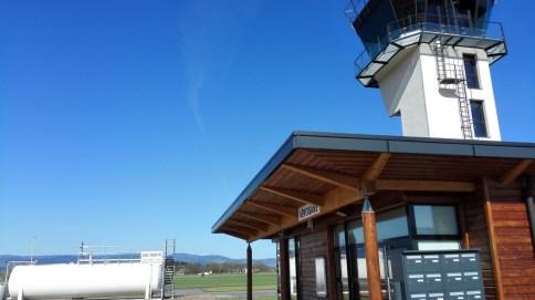 A l'aérodrome de Roanne.