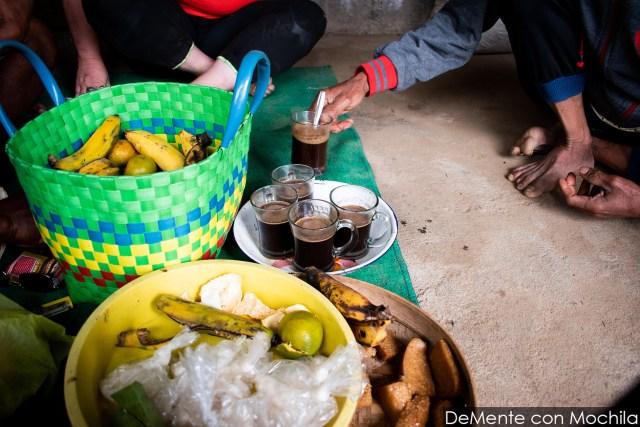 cafe y comida en la casa del Mangku