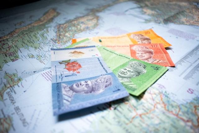 dinero sobre mapa, la imagen de siempre