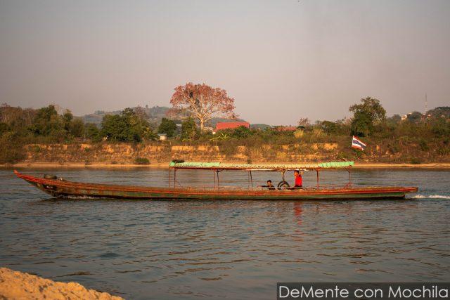 barco en el Mekong