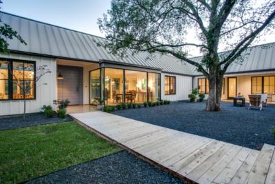 Gravel_Courtyard_House