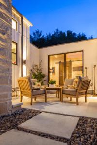 Modern_Farm_House_Courtyard