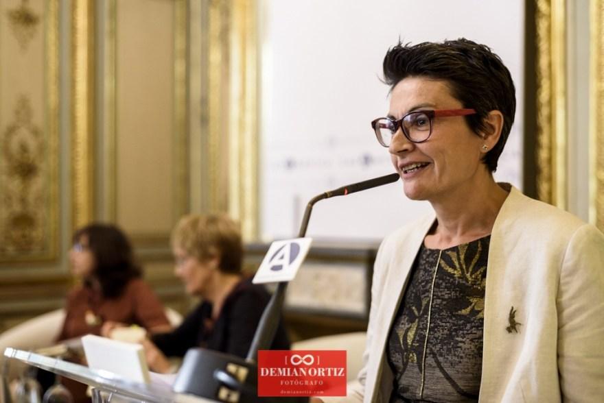 Ediciones La Palma(Colecc. EME) | Nuria Ruiz de Viñaspre presentando el acto.