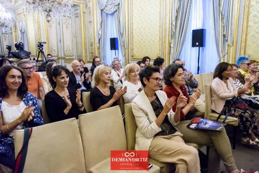 Ediciones La Palma(Colecc. EME) | Tras los destacados aplausos del público asistente se encontraban algunas artistas como María García Zambrano, Almudena Mora, María Ángeles Maeso y Pilar Martín Gila.