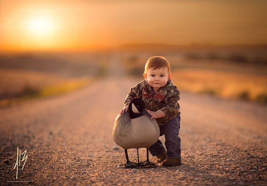 baby-with-duck
