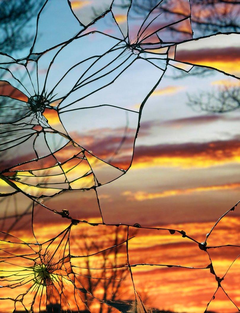 broken mirror evening sky photography bing wright 15 - Pôr-do-sol visto através de espelhos quebrados