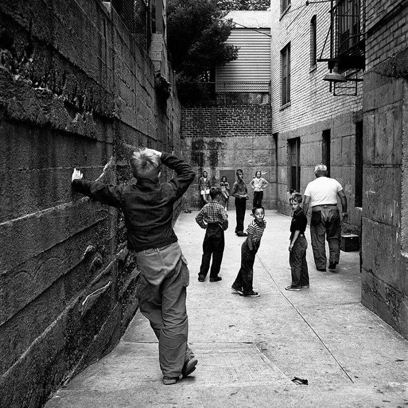 new york chicago street photography vivian maier 18 - Fotos perdidas de Vivian Maier do dia a dia americano nas décadas de 50 e 60