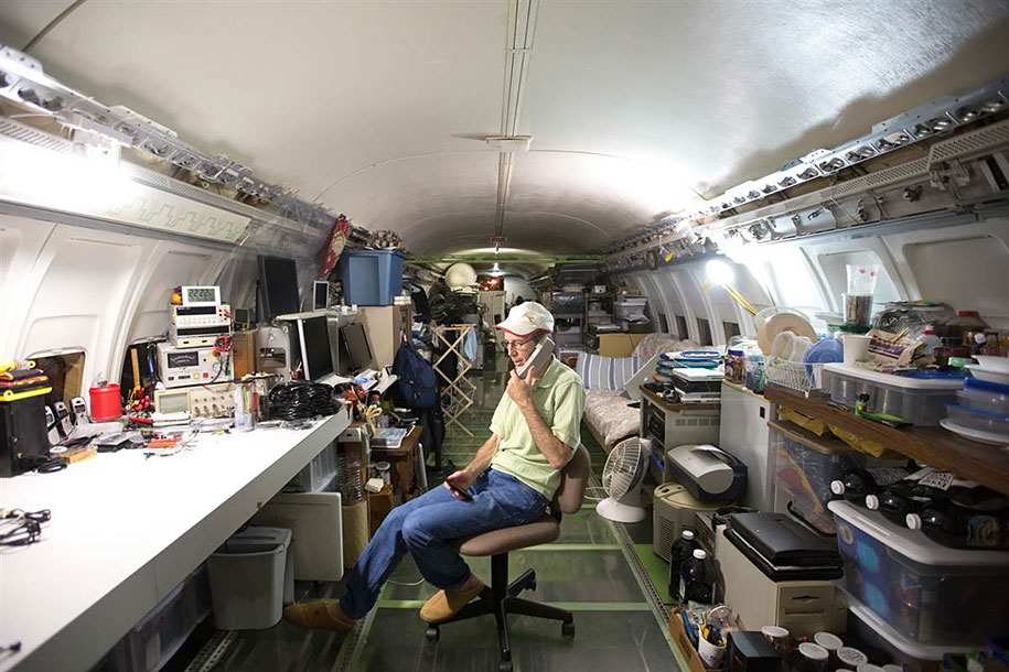 old-boeing-727-recycled-plane-home-bruce-campbell-9