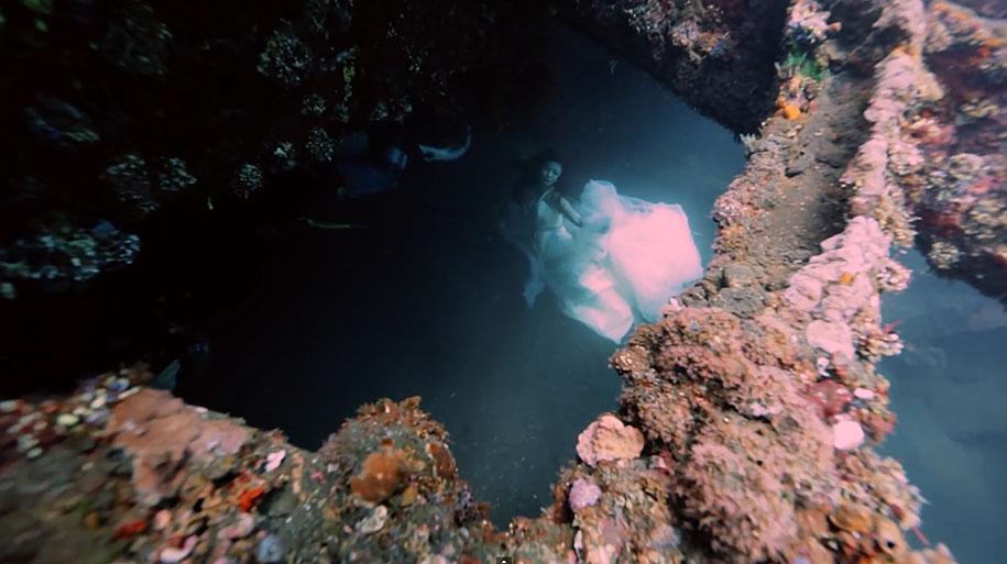underwater-photography-shipwreck-bali-benjamin-von-wong-11