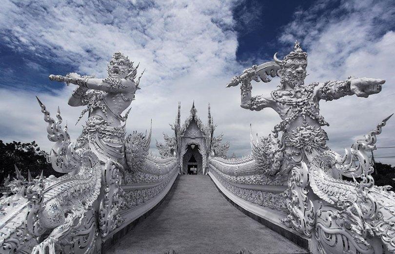 white temple wat rong khun buddhist thailand architecture 4 - Templo branco na Tailândia parece um conto de fadas
