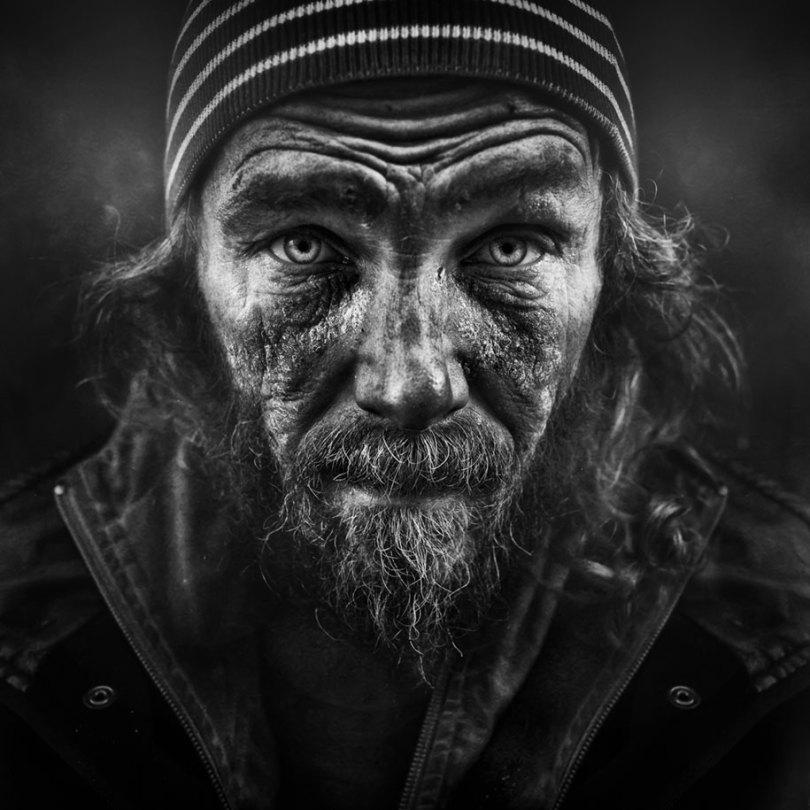 black white homeless portraits lee jeffries 10 - Projeto fotográfico de pessoas que vivem nas ruas