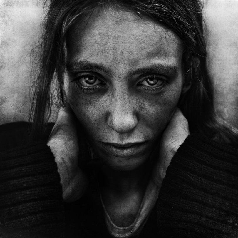 black white homeless portraits lee jeffries 6 - Projeto fotográfico de pessoas que vivem nas ruas