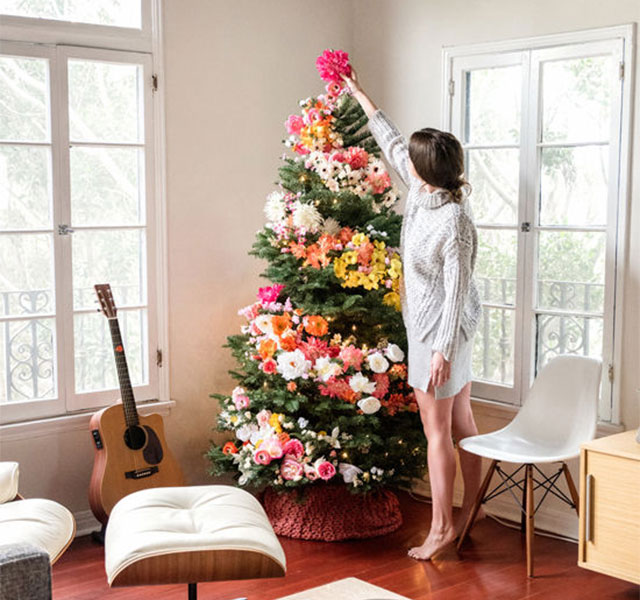 People Use Flowers To Decorate Their Christmas Trees And It S Beautiful Demilked
