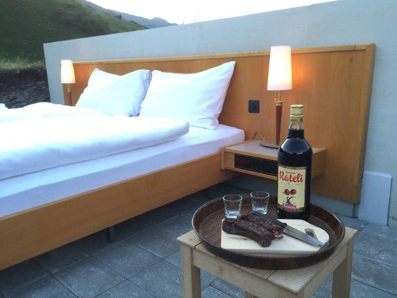 mountain bed suite swiss alps null stern hotel 5 - Dormir literalmente ao ar livre nos Alpes suíços vendo as estrelas