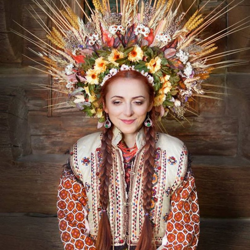 traditional ukrainian flower crowns treti pivni 2 - Mulheres e as coroas florais tradicionais de seu país