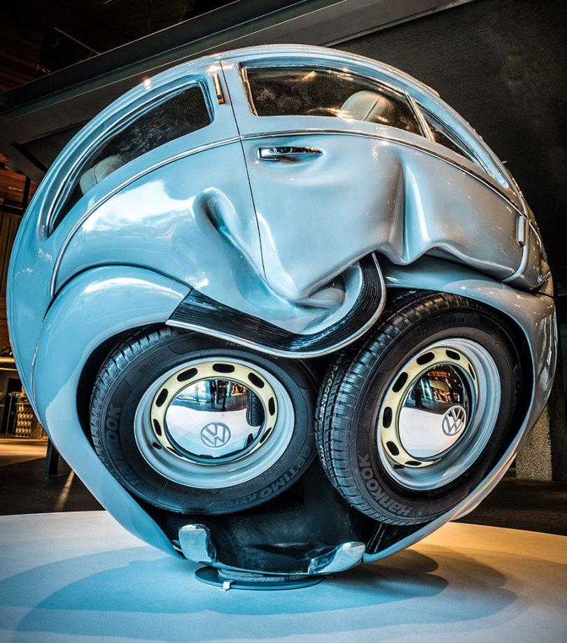 car balls cars compressed into perfect spheres ichwan noor 15 - Artista transforma Fusca de verdade em esferas perfeitas