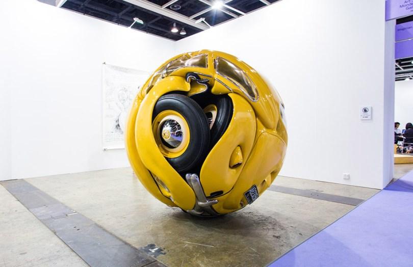 car balls cars compressed into perfect spheres ichwan noor 16 - Artista transforma Fusca de verdade em esferas perfeitas