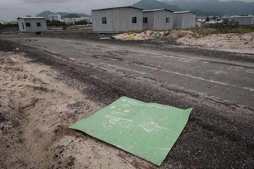maracana olympic facilities fall apart urban decay rio 2016 1 - Como ficou o complexo olímpico do Rio 2016 após o evento?