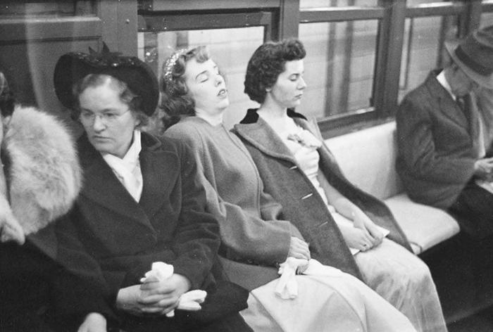 59ad111672351 vintage photographs new york street life stanley kubrick 47 59a91cefab568  700 - Fotos de Stanley Kubrick com 17 anos revela que ele sempre foi um gênio