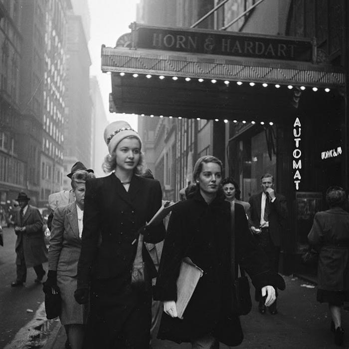 59ad1117a7d25 vintage photographs new york street life stanley kubrick 13 59a91d050c9a0  700 - Fotos de Stanley Kubrick com 17 anos revela que ele sempre foi um gênio