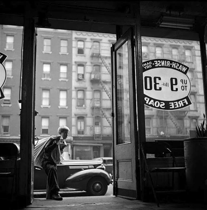 59ad111851e49 vintage photographs new york street life stanley kubrick 59a91f368bb06  700 - Fotos de Stanley Kubrick com 17 anos revela que ele sempre foi um gênio