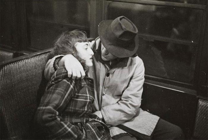 59ad111aa54d4 vintage photographs new york street life stanley kubrick 10 59a94fc7eb6b2  700 - Fotos de Stanley Kubrick com 17 anos revela que ele sempre foi um gênio