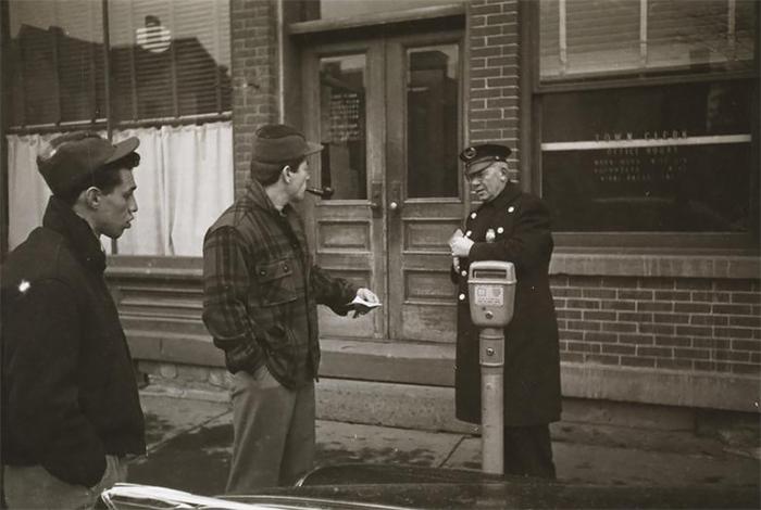 59ad111c53d0b vintage photographs new york street life stanley kubrick 03 59a94323aed99  700 - Fotos de Stanley Kubrick com 17 anos revela que ele sempre foi um gênio
