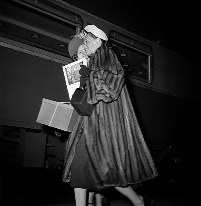 59ad111d441ce vintage photographs new york street life stanley kubrick 4 59a9439552730  700 - Fotos de Stanley Kubrick com 17 anos revela que ele sempre foi um gênio