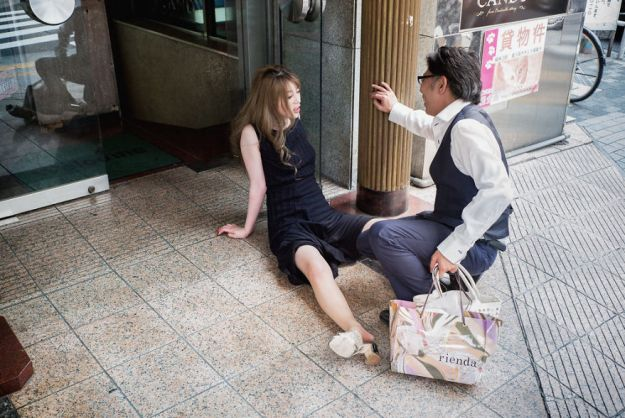 59c2388ddb9c5-drunk-japanese-photography-lee-chapman-8-59c0c54ec3382__880 10+ Uncensored Photos Of Drunks In Japan Show The Nasty Side Of Alcohol Photography Random