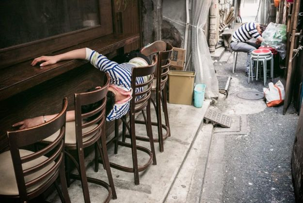 59c2388fce315-drunk-japanese-photography-lee-chapman-23-59c0c536c8bc8__880 10+ Uncensored Photos Of Drunks In Japan Show The Nasty Side Of Alcohol Photography Random